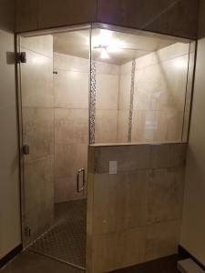 Corner shower with accent tile